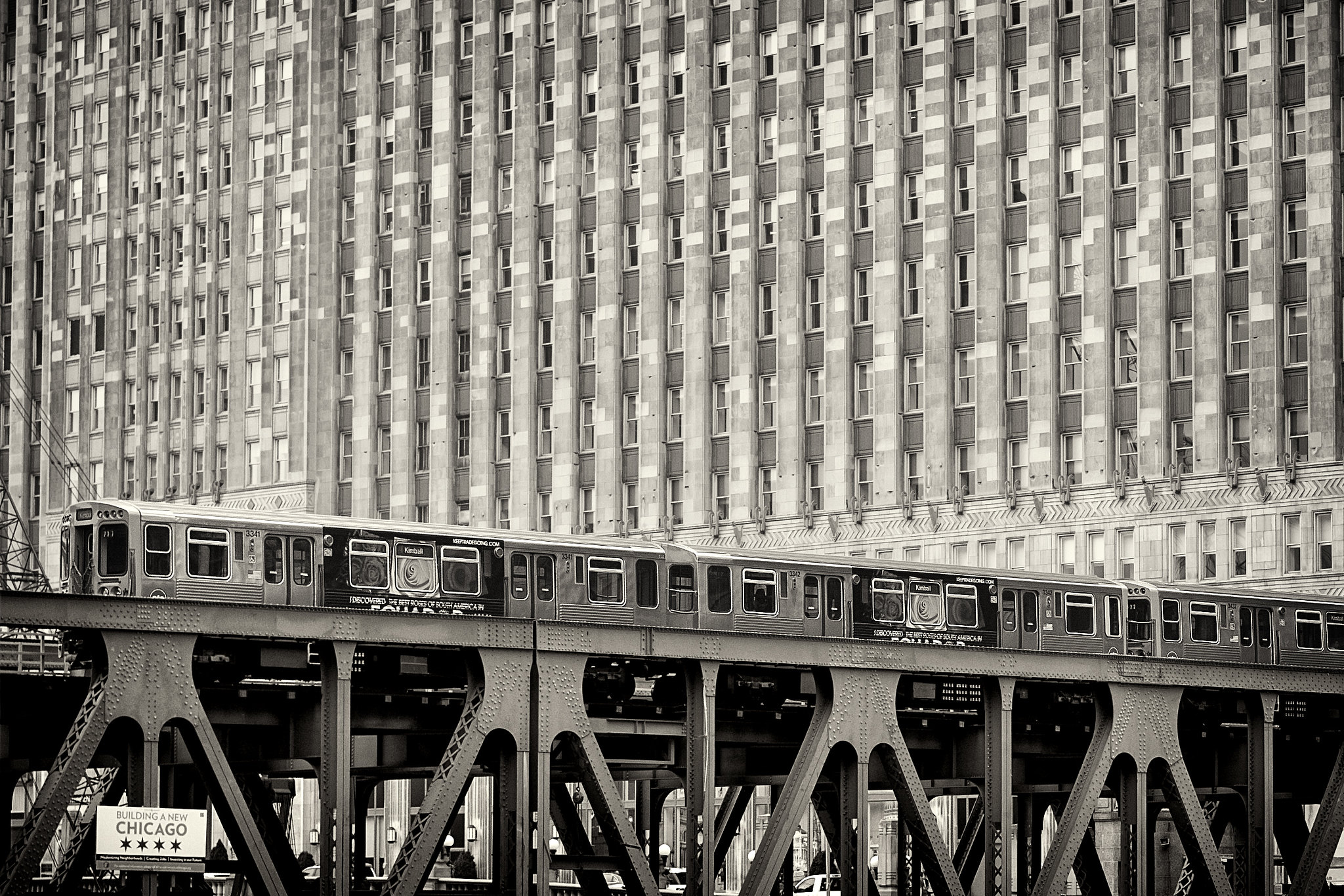 The L in front of the Merchandise Mart