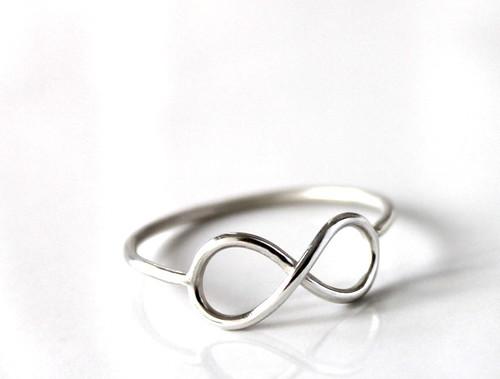 anel infinito . fio by bya.fonseca