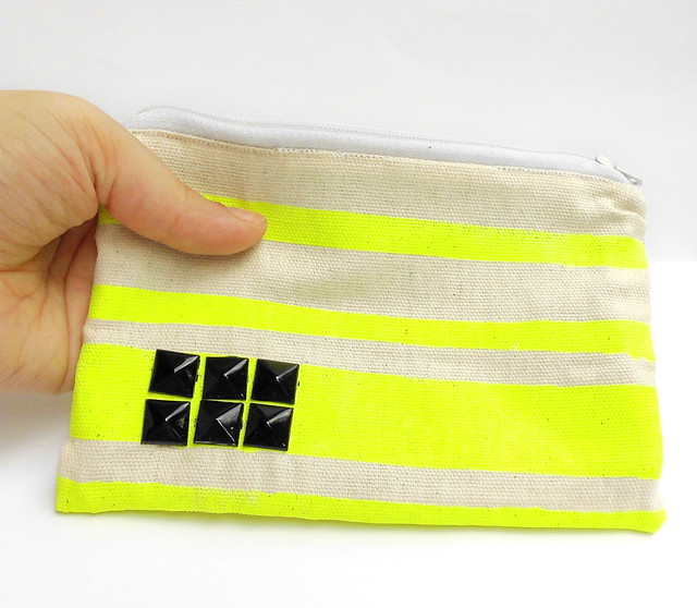 Pouch Neon e Borchie yellow