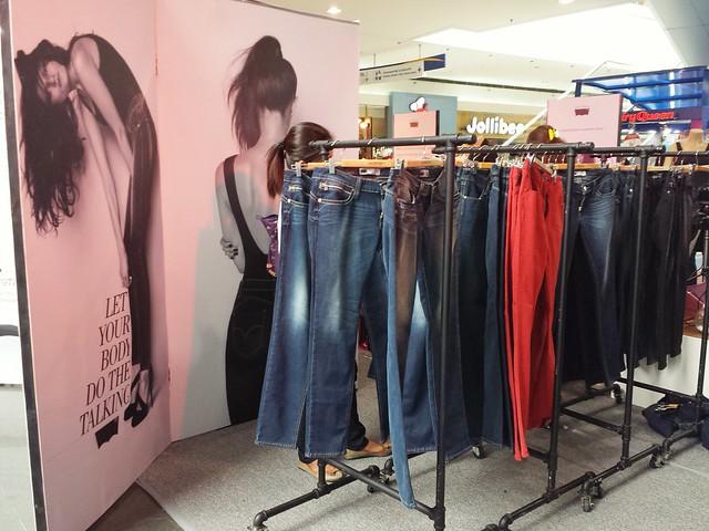 levis-revel-jeans