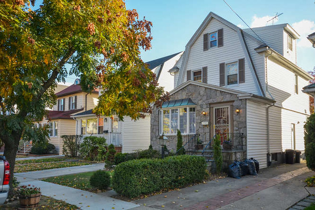 1 FAMILY FOREST HILLS <br> -Under Contract- <br>