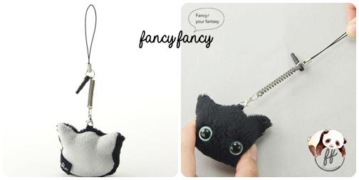 35.療癒貓臉手機吊飾+螢幕擦拭布-黑貓細節