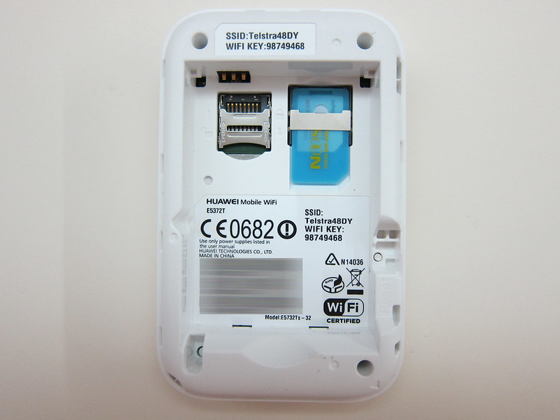 Huawei E5372 - Back Opened (With SIM)