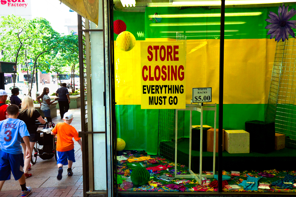 Store-closing-on-Market-on-5-26-14--Center-City-3