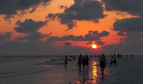 sunset sanibel seashore sea skies colors beach beachscape waterways walking walkingaround people outdoors tourism miamifl miami sun afternoon unitedstates urbanexploration