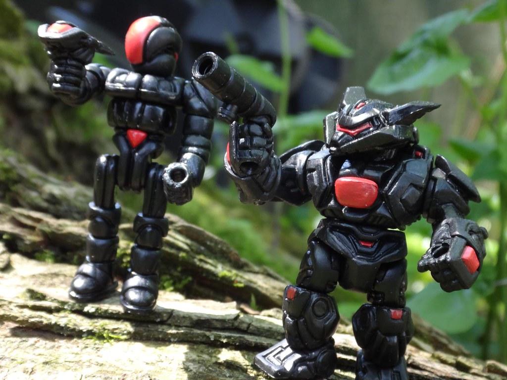 glyos Glyan ROU Operator Cane and Reydurran Mimic Armorvor toy figures