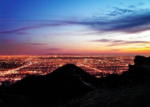 night nightview nightlights sunset losangeles california lights mountain silhouette sky blue orange runyoncanyonpark hollywood santamonicamountains mulhollanddrive southbay landscape cloud