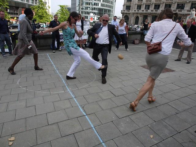 Les banquiers belges jouent avec la nourriture