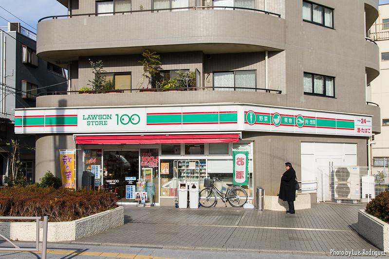 Konbini Lawson Store 100 en Tokio