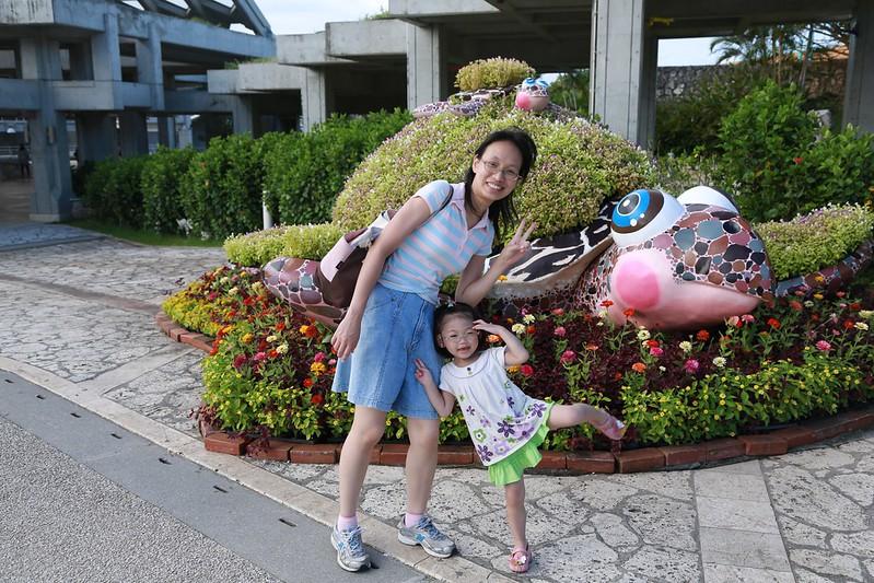 小姐與寶妹和海龜花園合照