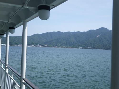 宮島へ向かう船の中