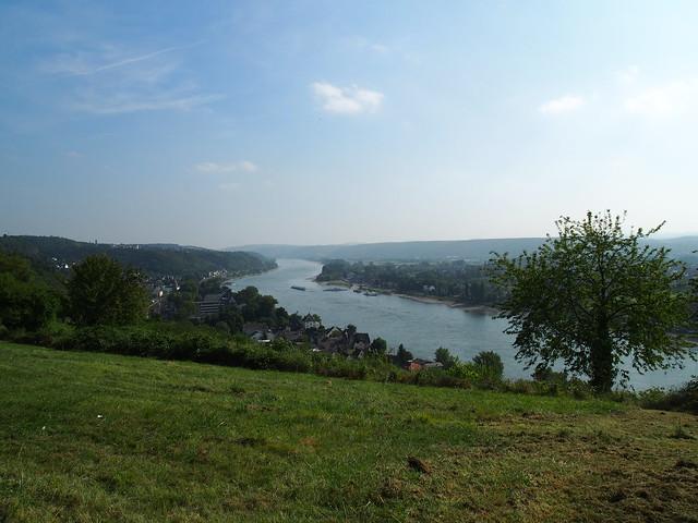 Ausblick über den Rhein in der Nähe von Burg Ockenfels bei Linz am Rhein