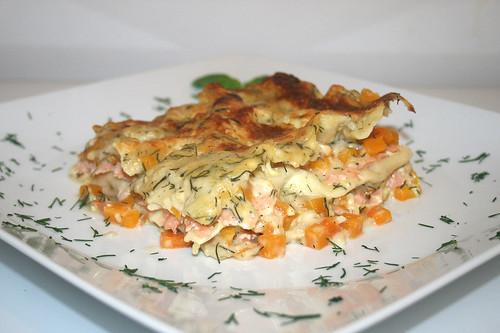 45 - Kürbis-Lachs-Lasagne - Seitenansicht / Pumpkin salmon lasagna - Side view