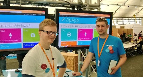 Me & Dene demoing Windows Phone & Windows 8 App Dev at Campus Party 2013