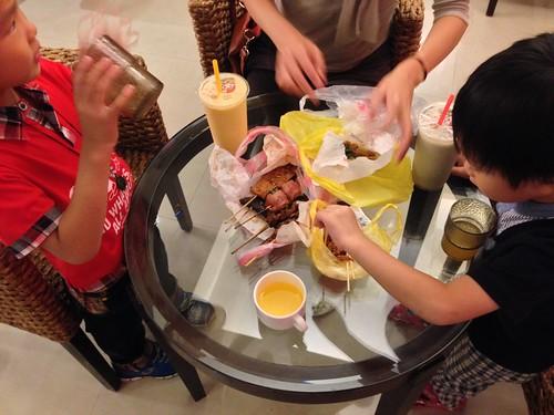 回飯店享用烤肉宵夜(1)