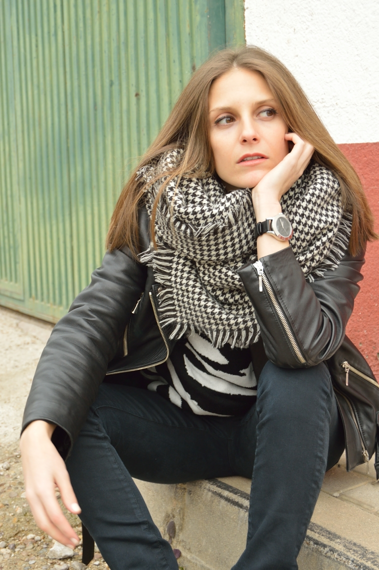 lara-vazquez-madlula-fashion-blog-perfecto-jacket-black-outfit-rocanrolla