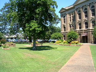 Present-day grounds of the Garland County Courthouse.