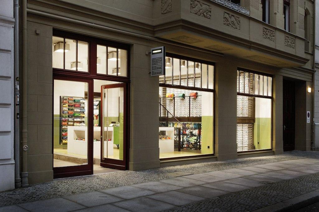 urban media freitag flagship store z rich. Black Bedroom Furniture Sets. Home Design Ideas