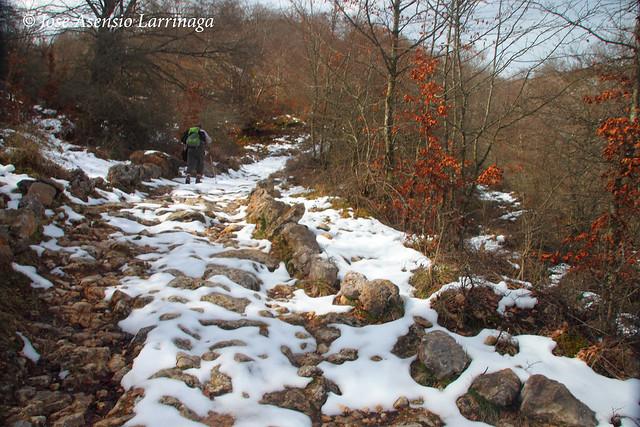 Sierra de Entzia por La Tobería - El reino de las Tobas #DePaseoConLarri #Flickr 7113