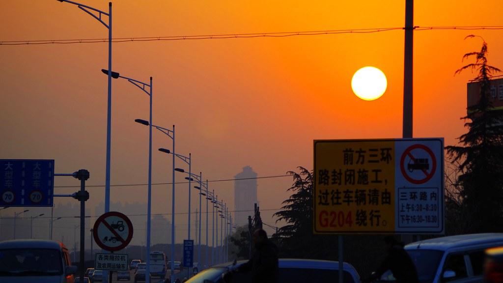 每當夕陽西下的時候,我總會望向你所在城市的方向。