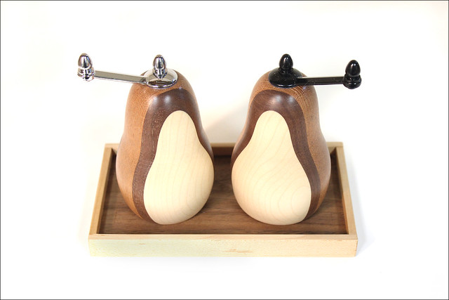 Salt and Pepper Grinders with Tray (3)