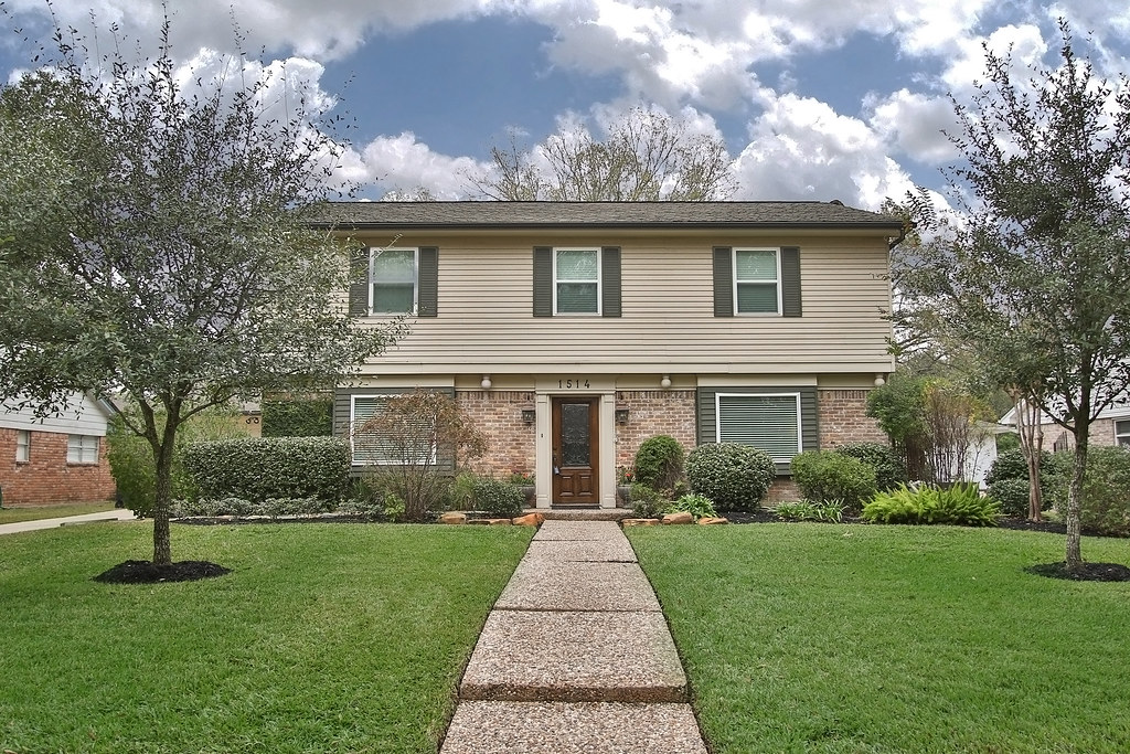 Beautiful updated home 1514 ashford hollow lane houston for Beautiful homes in houston