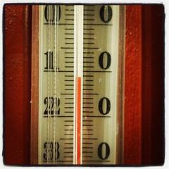 Jo, lite kallt är det allt. Utomhus. Inne var det så varmt att jag måste ut och svalka mig. I fjärran hörs slädhundarna yla. Stämningsfullt! Jag låtsas att de är vargar....