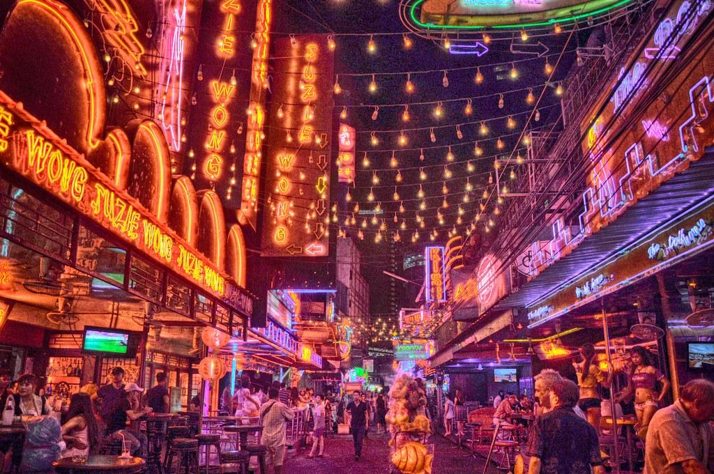 Venir à Bangkok : Néons à Bangkok - Photo d'Eustaquio Santimano