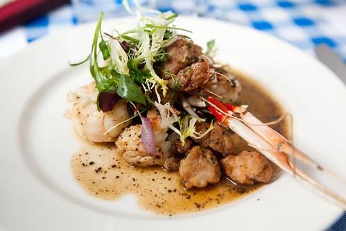 Langoustine & ris de veau, Laitue, sauce à la truffe noire