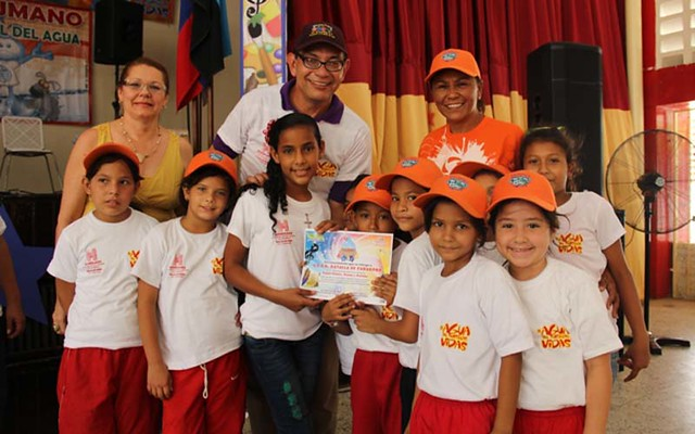 El Festival Cultural del Agua estuvo lleno de diversión, música y nuevos aprendizajes. Desde el auditorio del Liceo Udón Pérez, los más pequeños de la casa dejaron volar su imaginación para dejar claro la importancia de cuidar La Tierra.