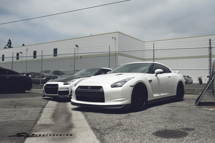 WHITE GTR WITH SOME UPGRADES