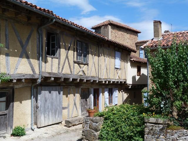 Pueblo medieval del Gers (Gascuña, Francia)