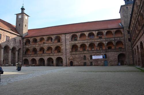 Der Innenhof der Plassenburg mit den Arkaden