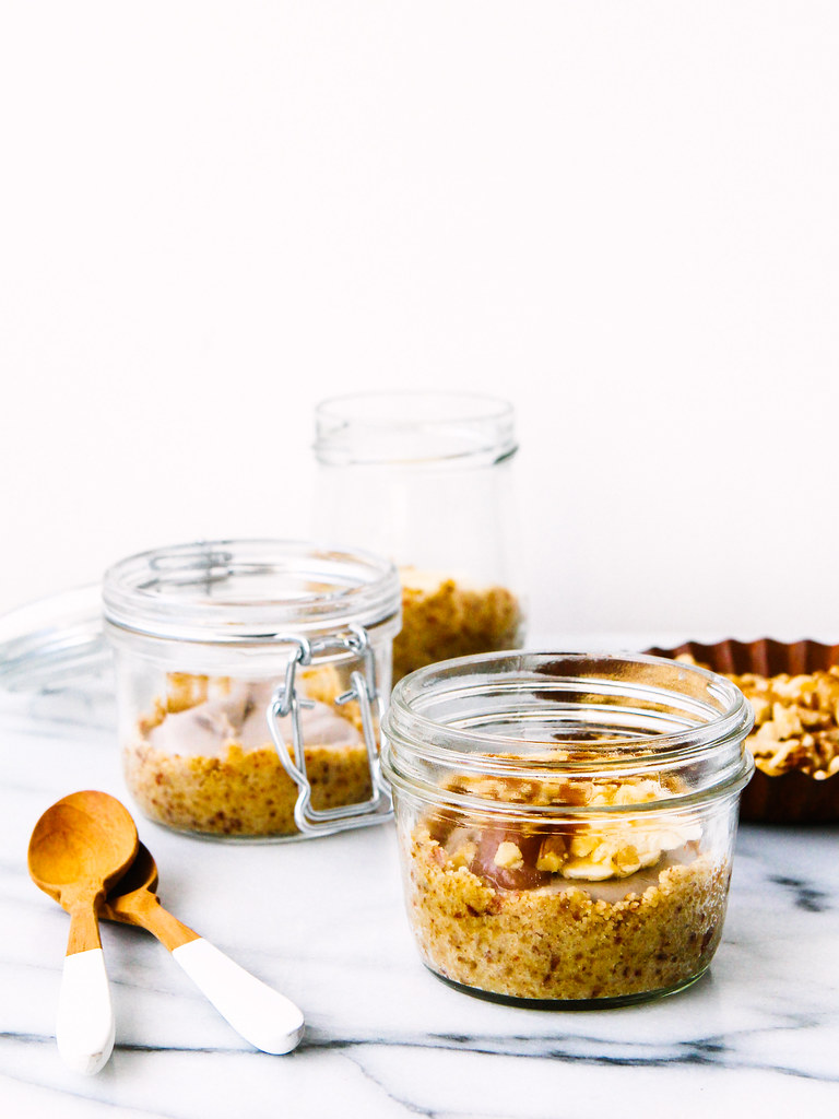 Raw salted caramel banana cream pie jars
