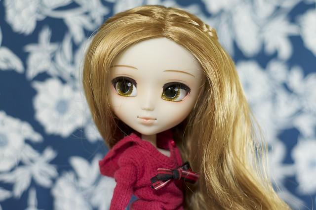 Nikki's new wig