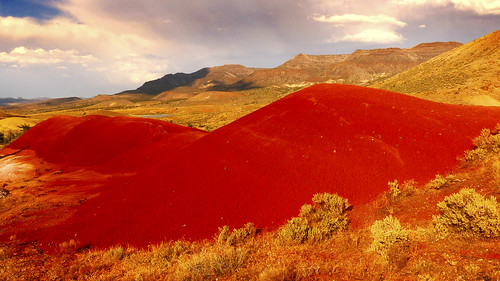 sunset red oregon portland day desert bend cloudy cascades paintedhills