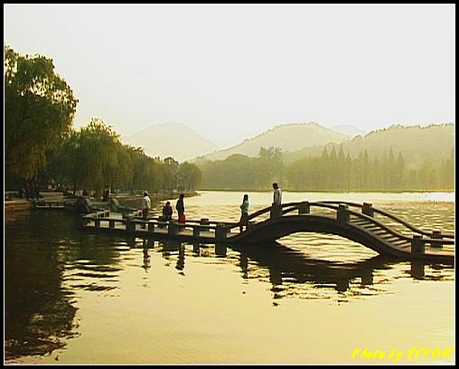 杭州 西湖 (其他景點) - 533 (西湖十景之 柳浪聞鶯 在這裡準備觀看 西湖十景的雷峰夕照 (雷峰塔日落景致)