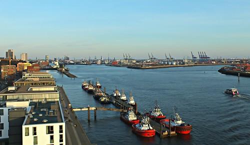 port germany deutschland harbor fuji hamburg tug hafen elke elbe schlepper körner körnchen59