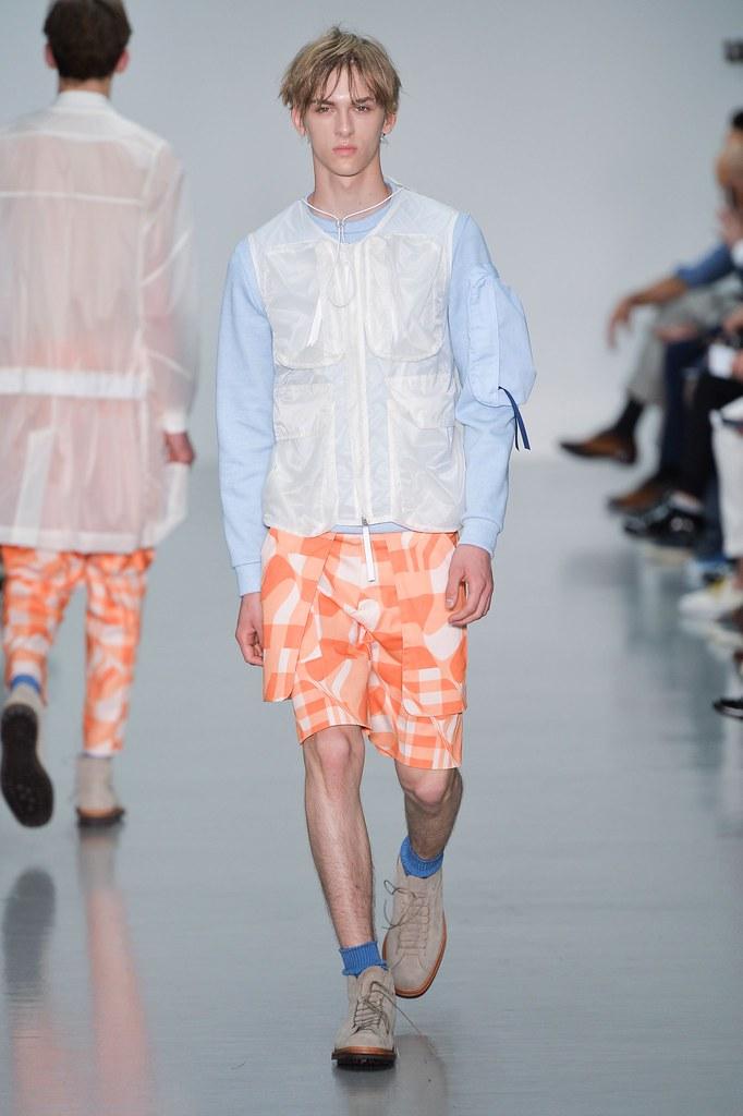 Dominik Sadoch3300_SS16 London Lou Dalton(fashionising.com)