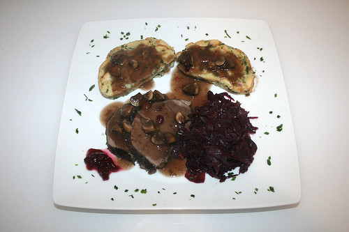74 - Marinierter Rehbraten mit Serviettenknödel - Serviert / Marinated venison roast with dumpling - served