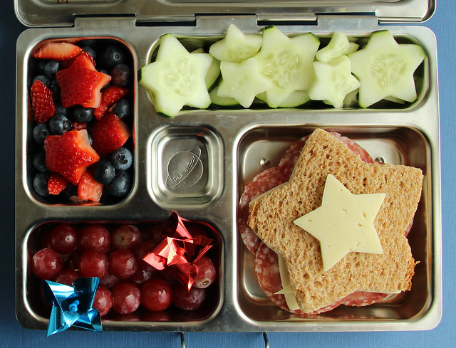 How to Make a 4th of July Bento Box