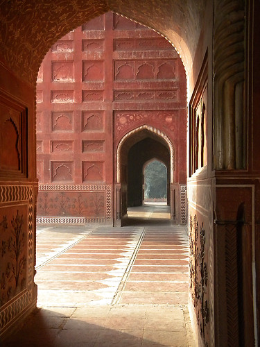 the red sandstone mosque next to the Taj Mahal