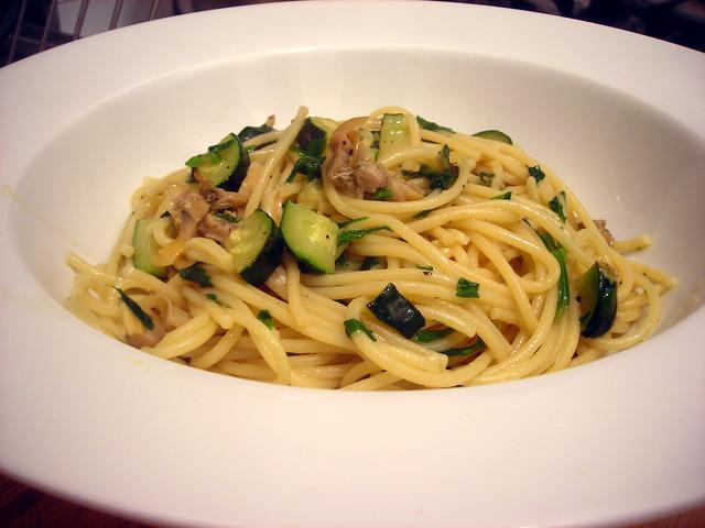 """Spaghetti con vongole e zucchine (""""spaghetti  with clams and zucchini"""")"""