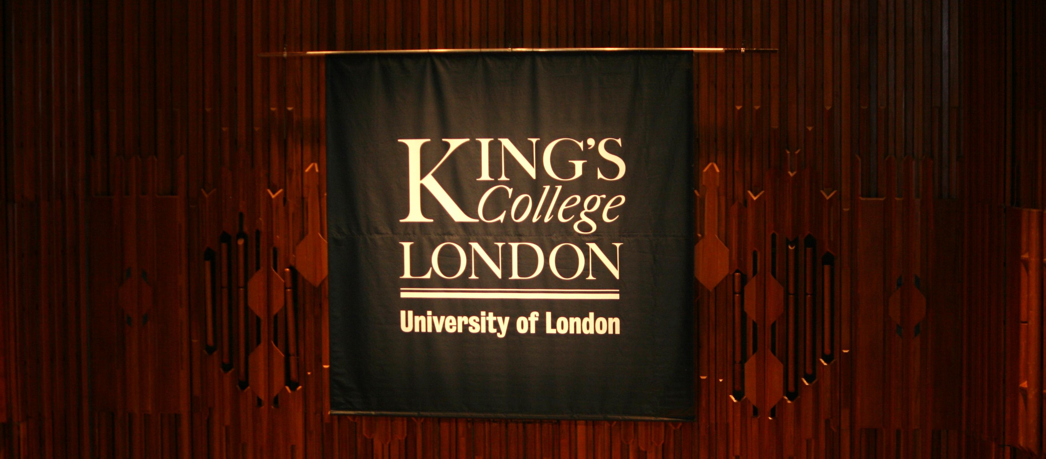 valmistujaiset kings college lontoo