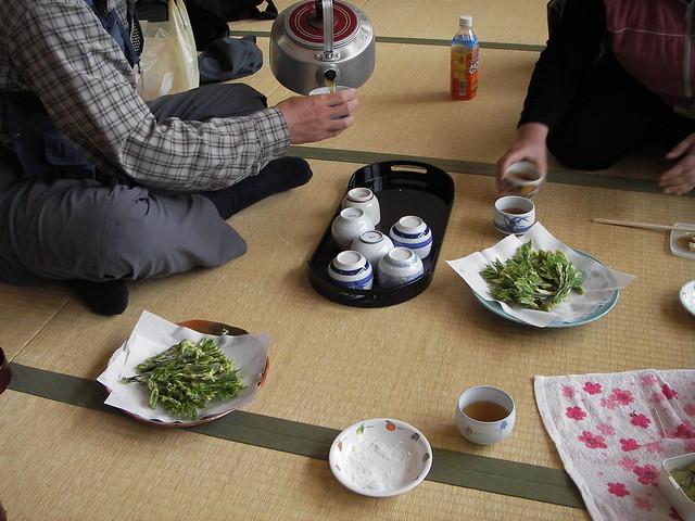 昼食時には,コシアブラの天ぷらを出していただいた.