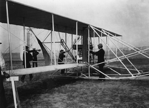 800px-Orville_Wright&flyer1909_