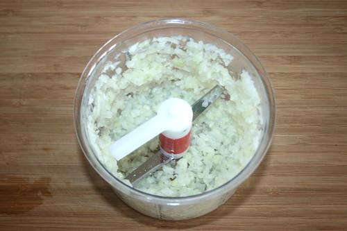 10 - Zwiebel würfeln / Dice onion