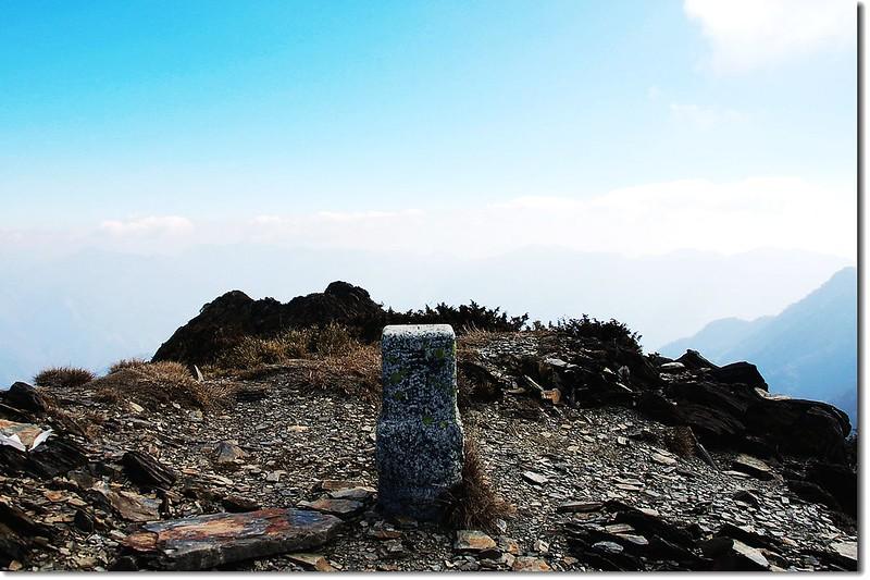 干卓萬山二等三角點(# 1460 Elev. 3284 m) 2