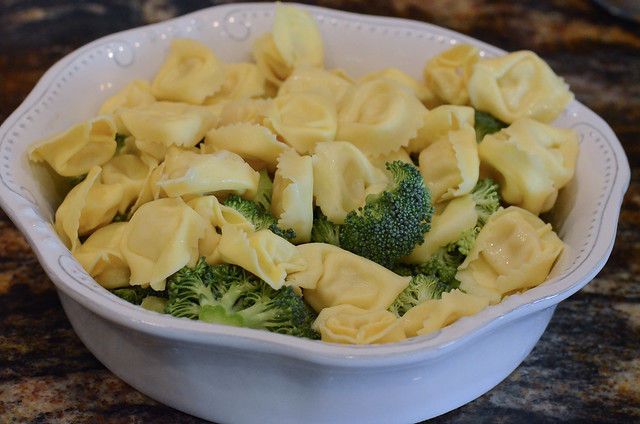 A bowl of broccoli and tortellini.