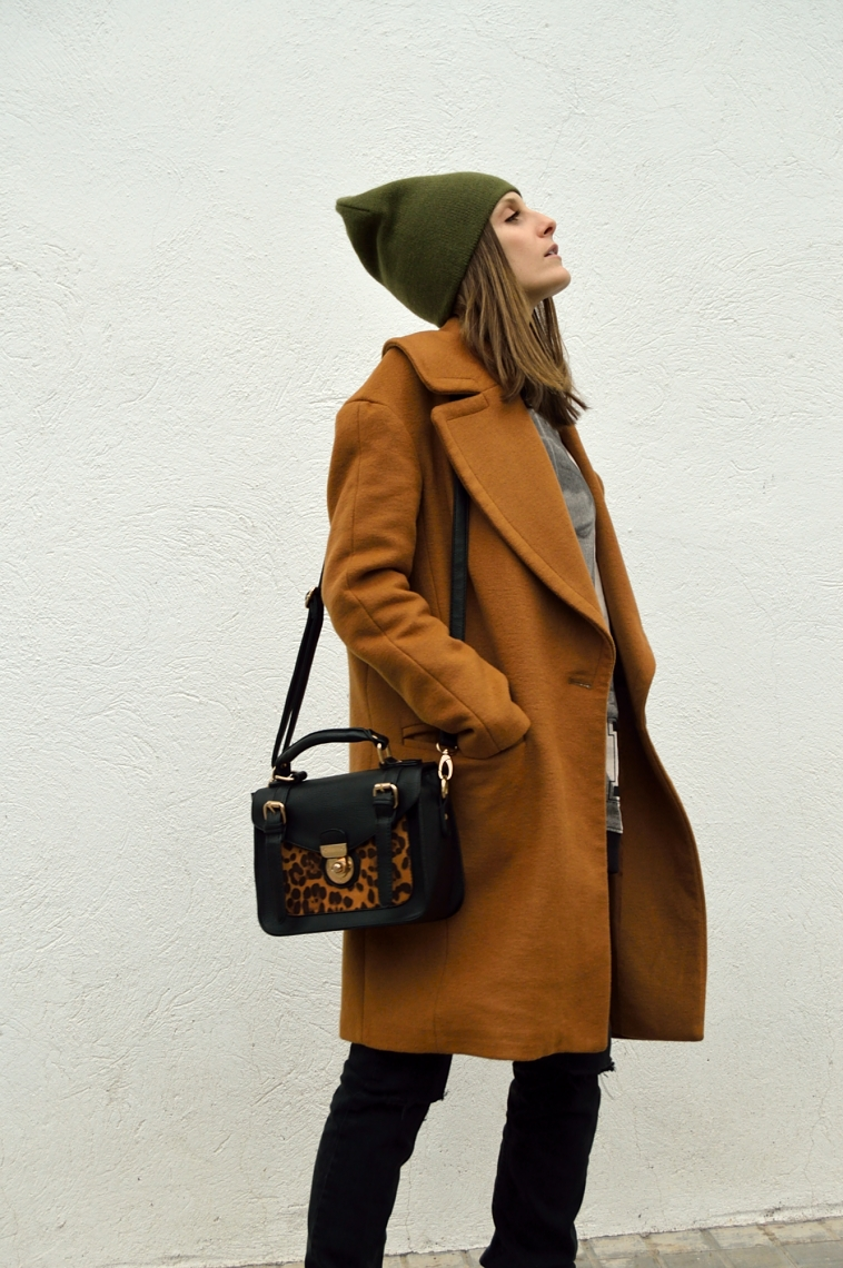 lara-vazquez-madlula-style-outfit-brown-coat-green-details